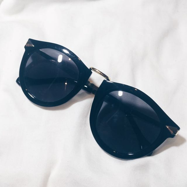 Black Sunnies With Gold Detailing