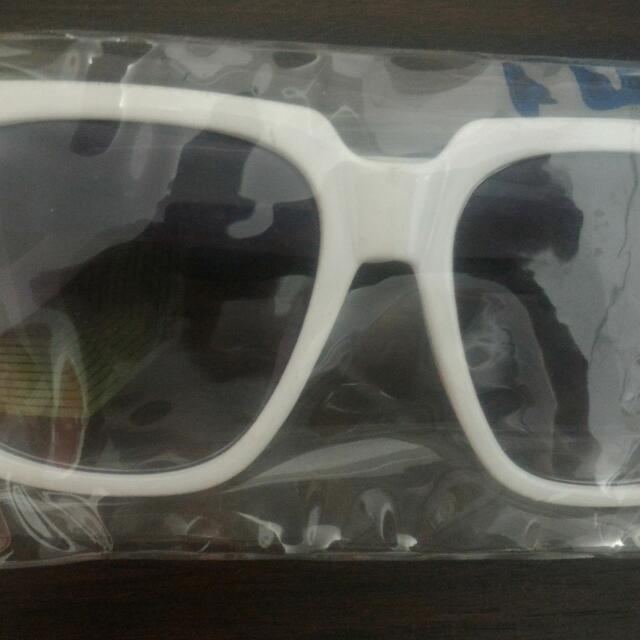 Pre Loved Sunnies By PENSHOPPE