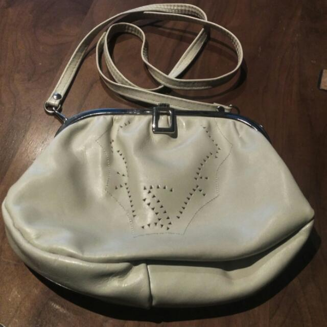 Vintage White Leather Clam Shell Purse