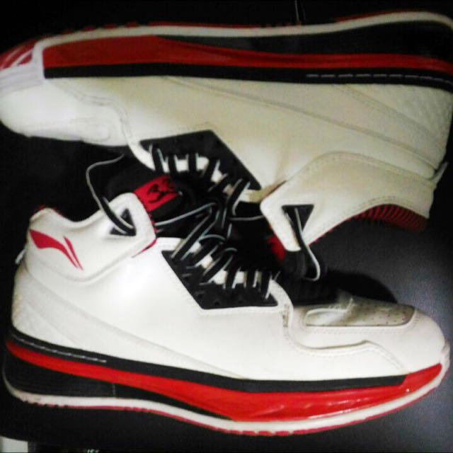 Wow 2 Overtown; Size 10.5; with box; no og lace and bag; 9/10 cond