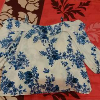 Atasan Sabrina Flower Blue And White