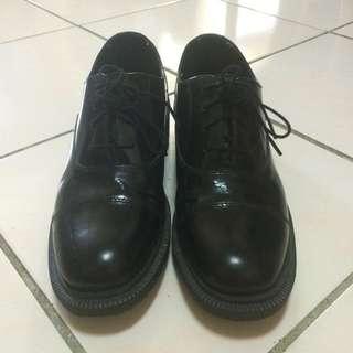 Dr.Martens Henrietta 黑色皮鞋