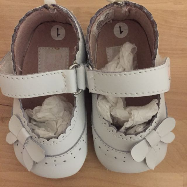 Osh Kosh White Baby Shoes Size 1