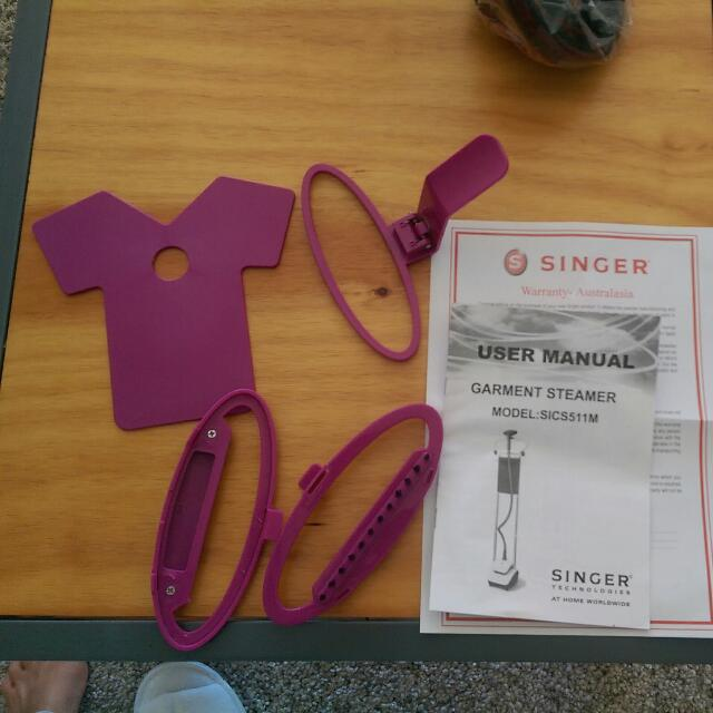 Singer steamer With Accessories