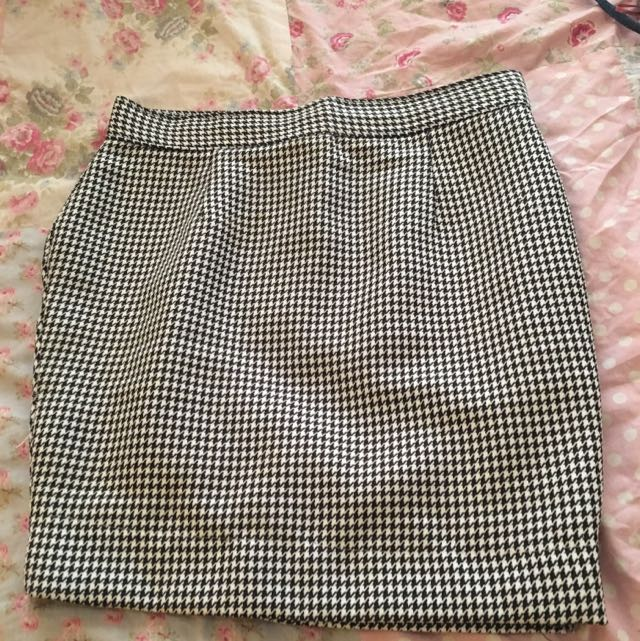 Size 14 Houndstooth Mini