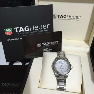 Preowned in excellent condition.100% Authentic Tag Heuer Aquaracer Ladies watch