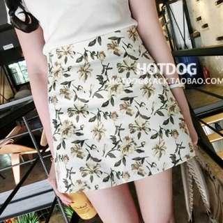 [BNWT] Floral Print A Line Skirt