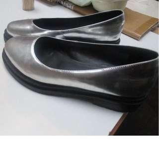 Holographic- silver platform