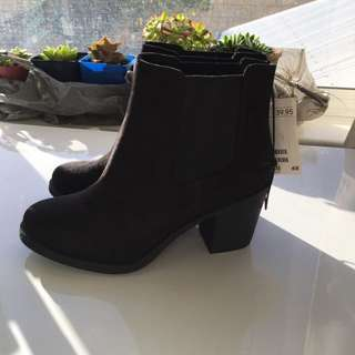 Pending Size 6 Or 37 Boots Heels Black