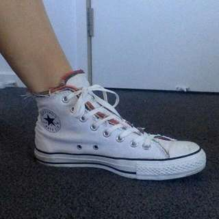 White Converse With Colour Size 9