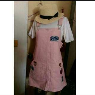 粉紅色吊帶裙
