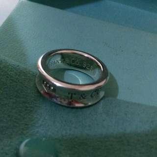 『保留中』正品Tiffany,經典款,女戒,1600元
