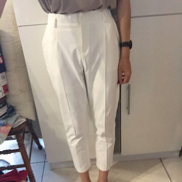 白色打褶西裝褲