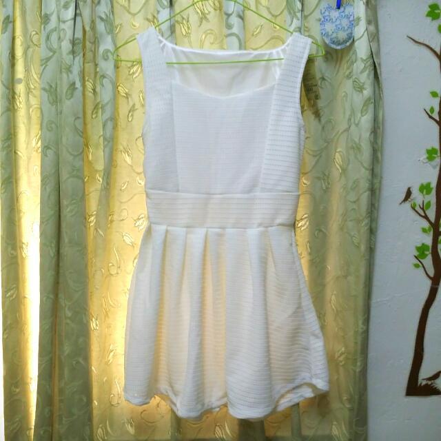 全新 白色立體剪裁質感小洋裝