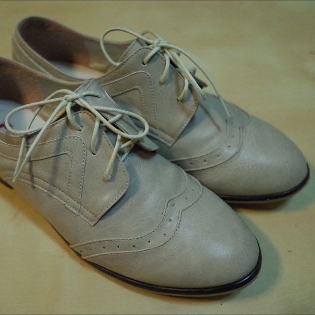 購於東區小店 米白色 牛津鞋
