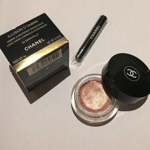 CHANEL Illusion D'Ombre Long Wear Luminous Eyeshadow in 82 Emerville