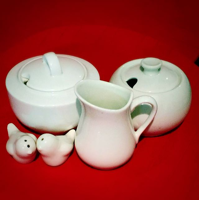 Maxwell & Williams Ceramics Set