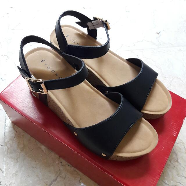 Perfectly NEW Black-heels (Size 37)