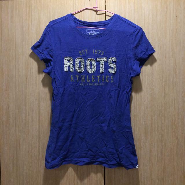 ROOTS logo藍色上衣