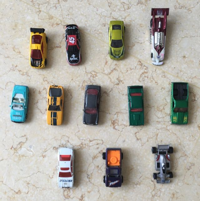 SET OF 12 DIE CAST TOY CARS - MIX OF HOT WHEELS & MATCHBOX