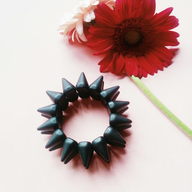TOPSHOP FREEDOM Spike Black Bracelet