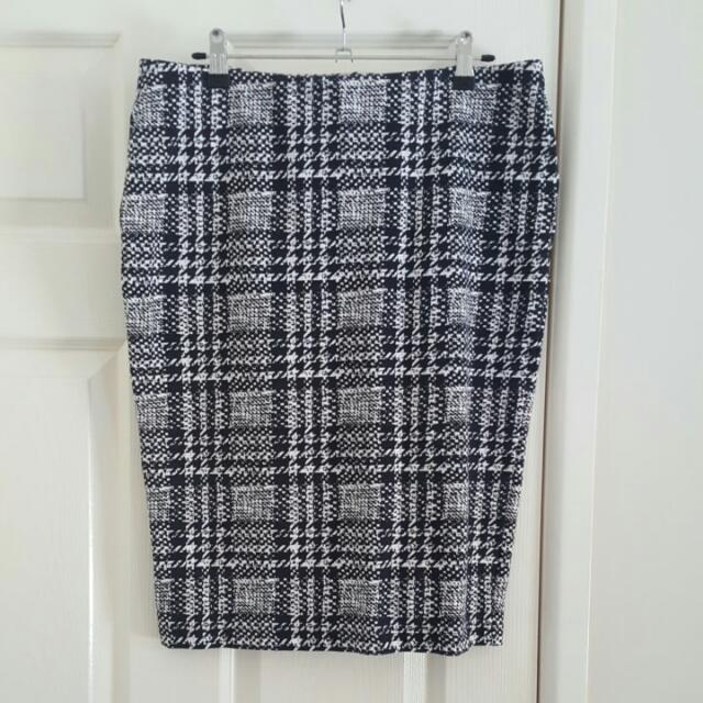Witchery Size 14 Tube Skirt