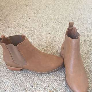 Spurr Brand New Boots Size 9