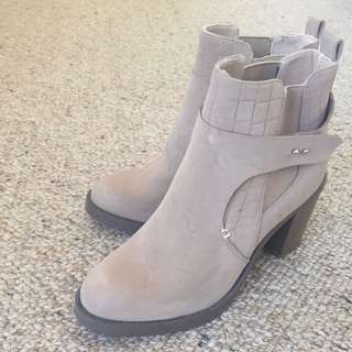 Brand New Never Worn Glassons Boots