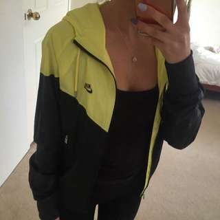 NIKE WOMENS WINDRUNNER