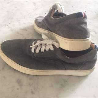 Tommy Hilfiger Shoes (So Cheap)