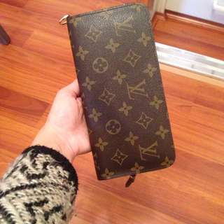 |Hold| LV Wallet