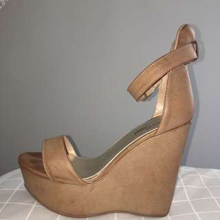 Marco Gianni Wedges Size 10