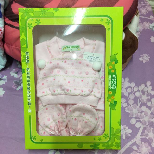 植英房,女嬰假兩件式連身衣 嬰兒 帽子手套禮盒