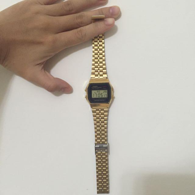 CASIO黑金手錶