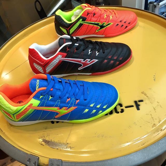 f463f221f FIGOS Futsal Shoes