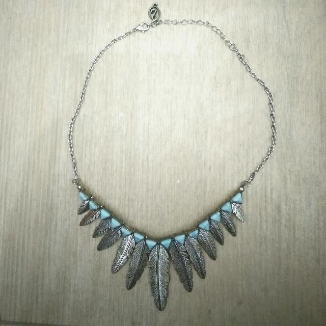 STRADIVARIUS feather necklace