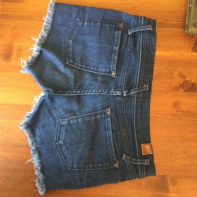 Teens / women's Size 6-8 Roxy Denim Shorts As New