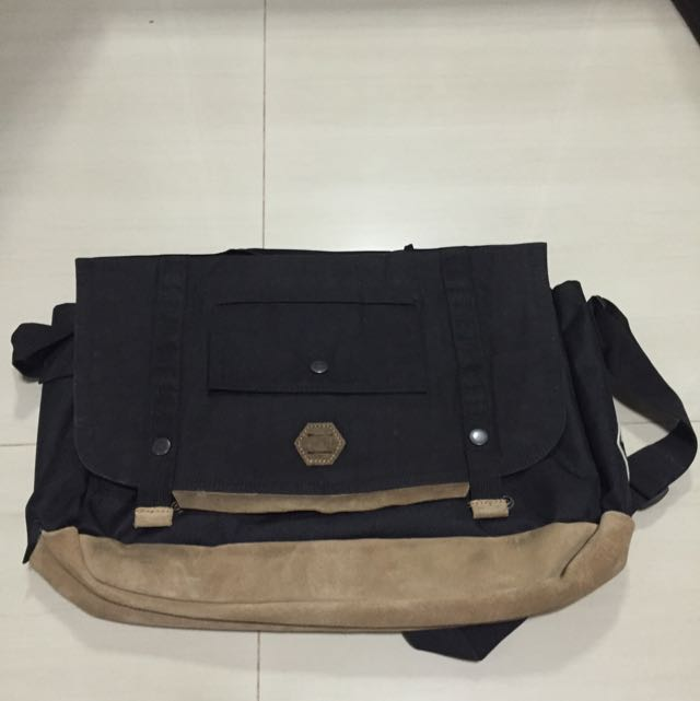 3390d6d7332 Timberland Messenger Bag, Men's Fashion, Bags & Wallets on Carousell