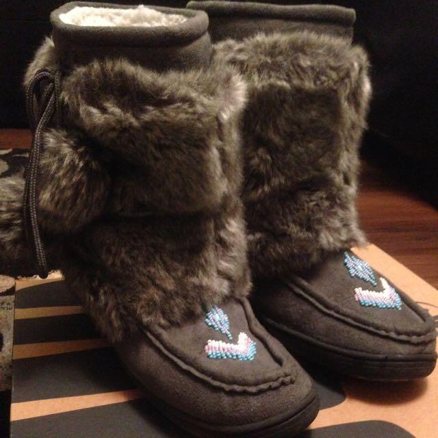 Winter Boots Mukluks Size 9