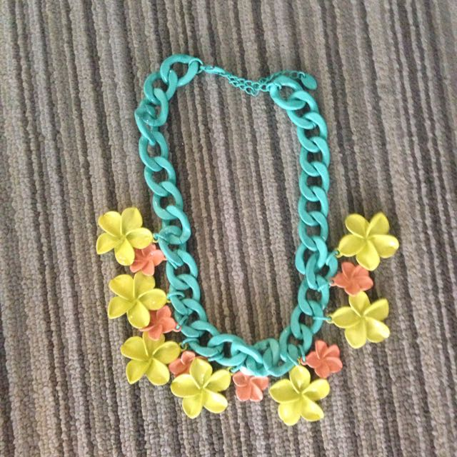 Zara Colorful Flower Necklace