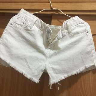 白色m號牛仔短褲(含運)