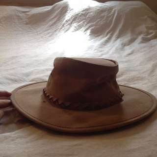 Tan akubra / felt hat