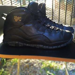 *PRICE DROP!*NYC RETRO 10 JORDANS Size 9 In Men