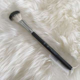 Anastasia Beverly Hills highlighter Brush A23