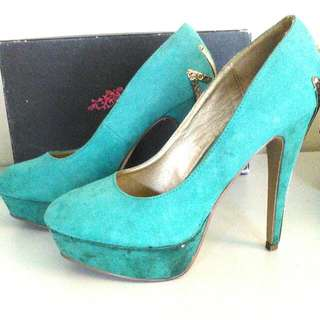 Therapy Women's Green with Gold Detailing