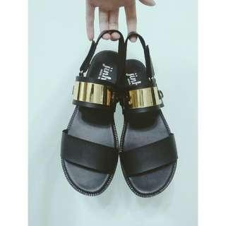 金屬感平底涼鞋