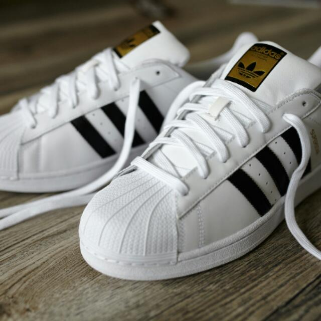 """ON HOLD"" Adidas superstars"