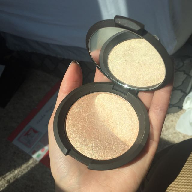 Becca Jaclyn Hill Champagne Pop Pressed Powder