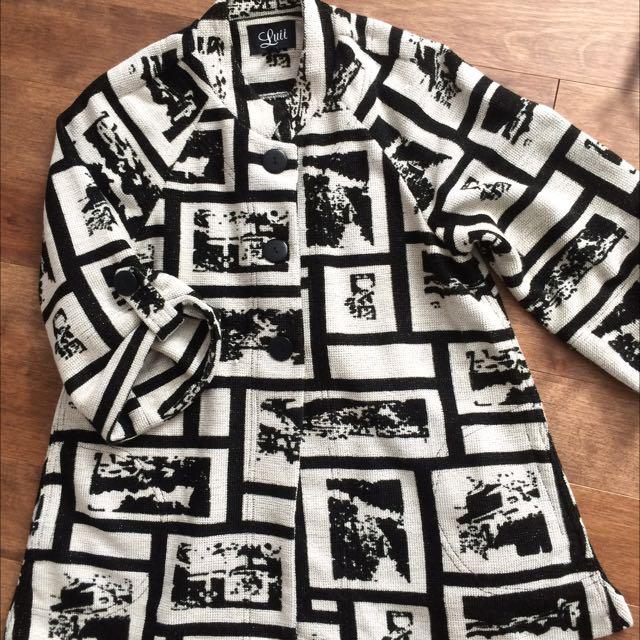 Black & White Sweater/cape Size L
