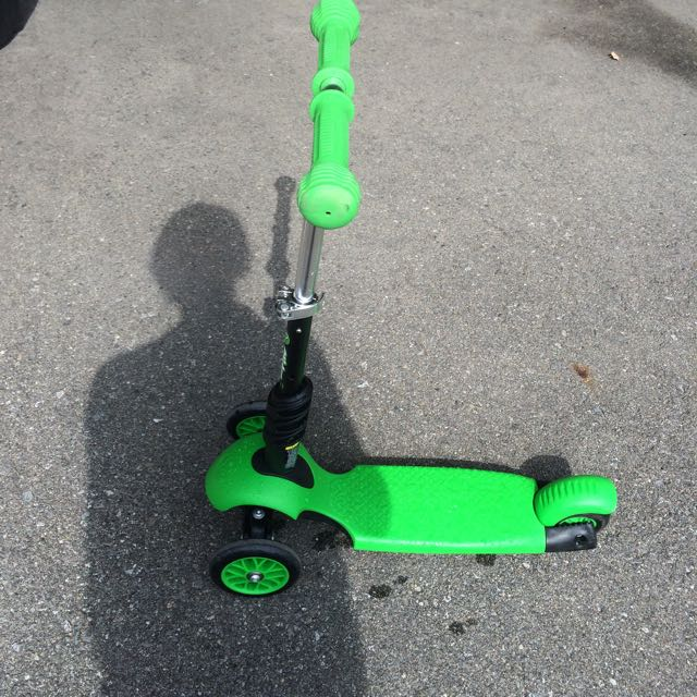 Green Scooter Paid $100 At Walmart 10/10 But Lightly Used
